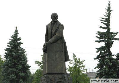 Ленин с двумя кепками