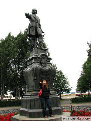 памятник Петру первому в Петрозаводске