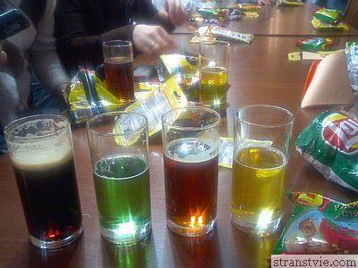 пиво четырех сортов на дегустации в музее пива