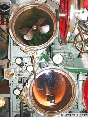 Торпедный аппарат в подводной лодке