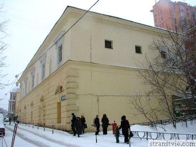 Дом у метро таганская