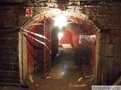 подземный ход в бункере