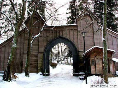 Ворота на входе в Монрепо