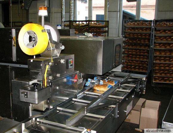 Упаковка хлеба на производстве