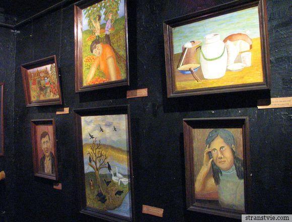 Стена музея аутсайдеров