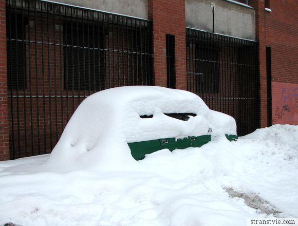 Машина в снегу