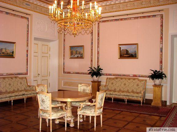 Розовый зал в Стрельне