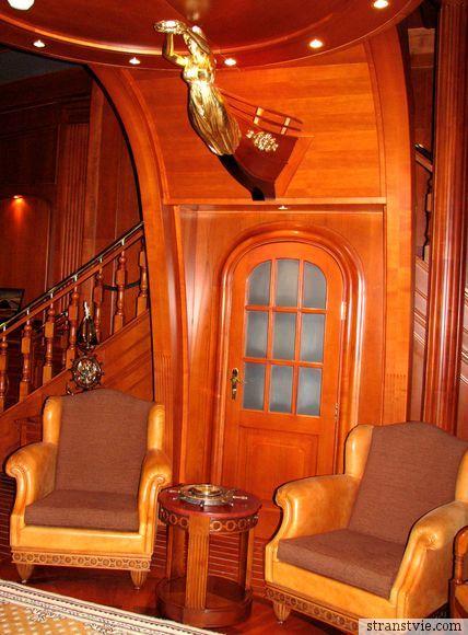 Зал в виде корабля в Стрельне