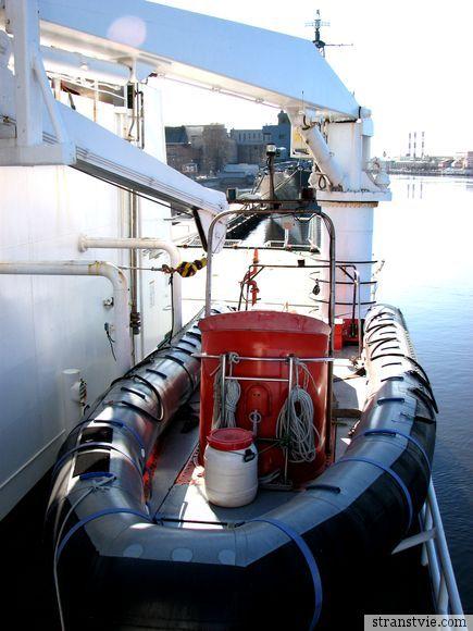 Кран для быстрого спуска лодок на воду