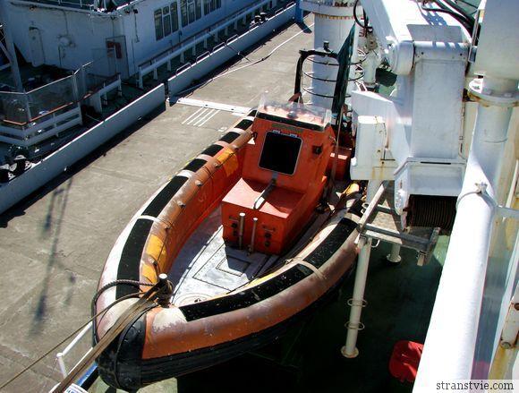 Лодка для путешествий по морю