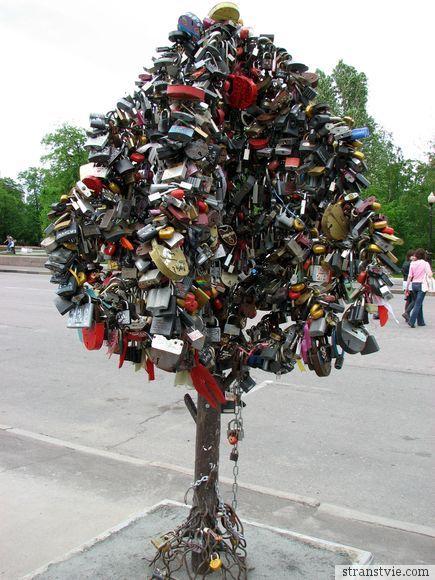 Дерево счастья с замочками