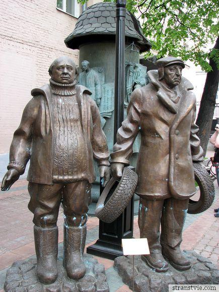 памятник героям Мимино