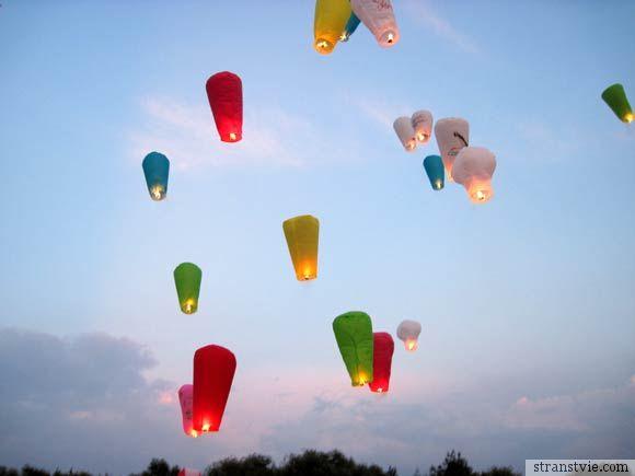 Полет небесных фонариков