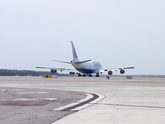 Попа самолета
