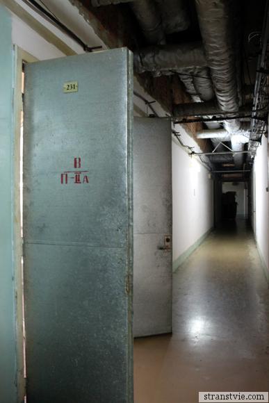 Двери на кондитерской фабрике