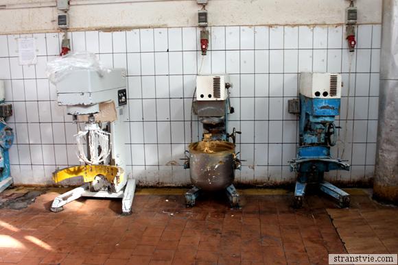 Миксеры на кондитерской фабрике
