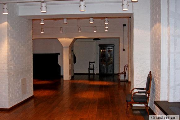 Дубовый пол в театральной студии